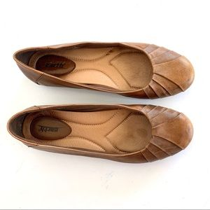 Earth Shoes Bellwether Almond Leather Ballet Flats